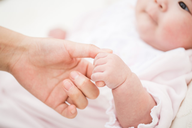 新生児の手