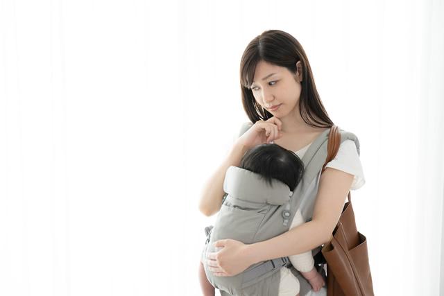 抱っこをしているママ