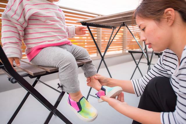 子供の足のサイズを確認する